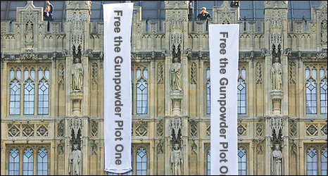 Photo illustration of fictional protesters at the Houses of Parliament (BBC/Getty Images)