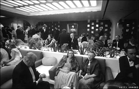 Passengers in the QE2's VIP lounge on 16 May 1969.