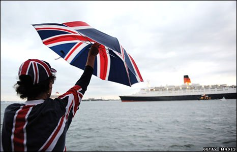 The QE2 makes its last entry into New York on 16 October 2008.