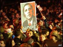 """Seguidores de Obama sostienen un cartel que dice """"Hope"""", esperanza"""