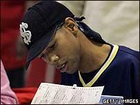 Joven afroamericano en una escuela de Cleveland