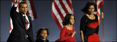 Barack Obama, with Sasha, Malia and Michelle, in Chicago, 4 Nov 2008