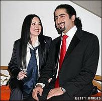 Omar bin Laden y su esposa
