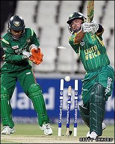 Herschelle Gibbs playing against Bangladesh