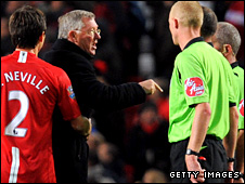 Sir Alex Ferguson confronts Mike Dean