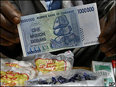 A vendor shows a bank note at a stall in Harare, 5 November 2008