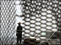 Guarda estadounidense en la frontera con México.
