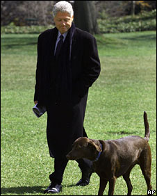 Bill Clinton and chocolate Labrador Buddy at the White House in 1999