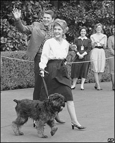 Ronald and Nancy Reagan walk their dog Lucky walk towards the White House, in 1985