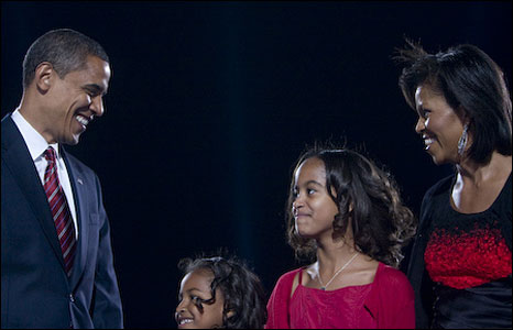 Barack, Sasha, Malia and Michelle Obama (image by David Katz/Obama for America)