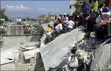 Rescuers look for survivors of Haiti school collapse