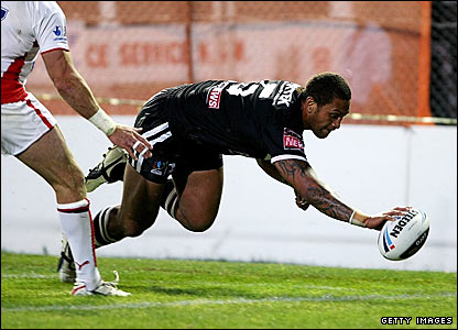 Manu Vatuvei scores a try for New Zealand