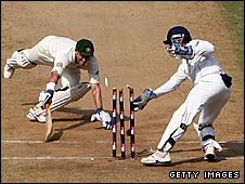Mike Hussey falls