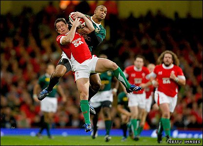 Shane Williams and South Africa's JP Pietersen tussle for a high ball