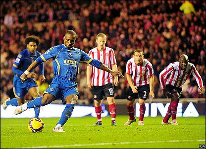 Jermain Defoe steps up to win it for Pompey