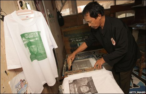 Printer prints T-shirts of Imam Samudra in his home village of Serang - 8 November