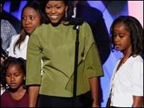 زوجة أوباما وابنتيه