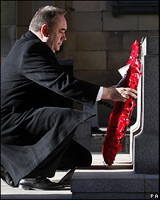 Alex Salmond lays a wreath in Edinburgh