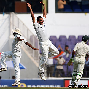 Amit Mishra and Zaheer Khan celebrate