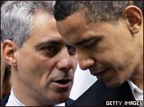 Конгрессмен Рам Эмануэл (слева) разговаривает с Бараком Обамой