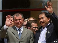 Daniel Ortega (dcha.) y el vice primer ministro ruso Igor Sechin