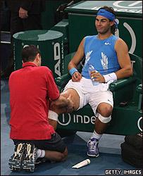 Rafael Nadal es atendido en Par�s