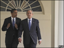 Mr Obama and Mr Bush walk to the Oval Office