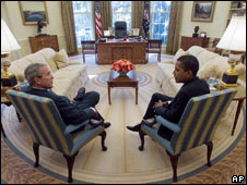 Mr Bush and Mr Obama hold talks in the Oval Office