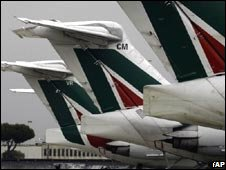 Aircraft with Alitalia livery
