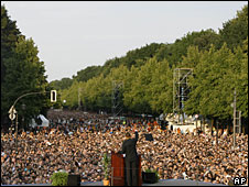 Barack Obama speaks in front of a 200,000 strong crowd in Berlin, 24 July 2008