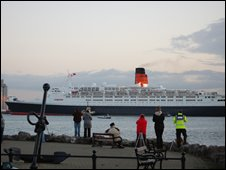 The QE2 sailing past Hythe Marina