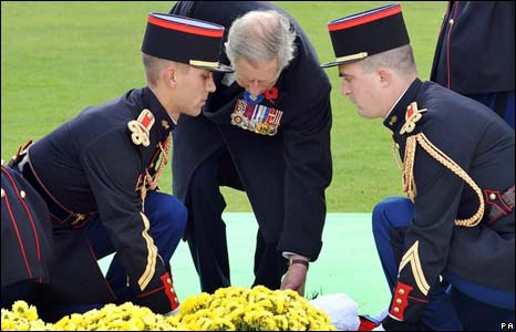 Prince Charles laying a wreath in Verdun