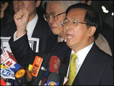 Former Taiwanese President Chen Shui-bian chants slogans outside the proscutor's office in Taipei on 11 November 2008