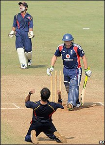 Luke Wright loses his wicket