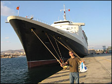 Richard O'Brien in front of the QE2