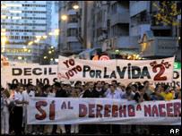 Manifestantes anti-abortistas en Montevideo