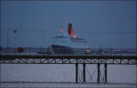 QE2 arrives in Southampton Water