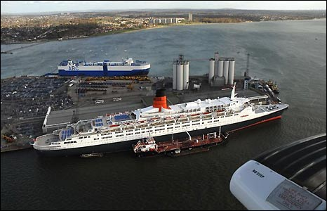 QE2 arrives in Southampton Water (pic: Maritime and Coastguard Agency)