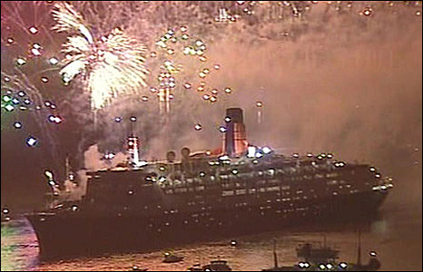 The QE2 leaves Southampton