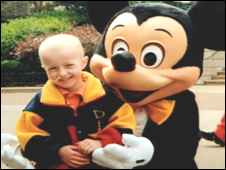 Hannah Jones with Mickey Mouse (photo by Caters News Agency)