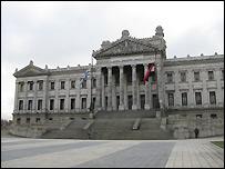 Exterior del parlamento de Uruguay