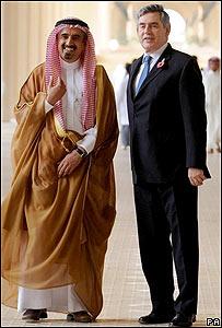 Gordon Brown (dcha.) en una universidad de Arabia Saudita a principios de noviembre de 2008