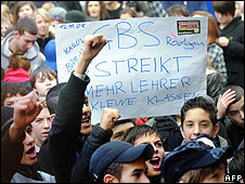 Students protest in in Frankfurt/Main 12 Nov 08