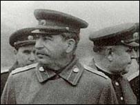 Stalin con militares rusos