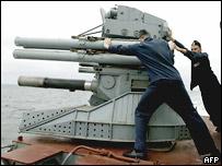 Архивное фото зенитной установки 'Кортик', которой вооружен российский сторожевой корабль 'Неустрашимый'