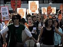 Mujeres a favor de la legalizaci�n del aborto en Uruguay