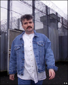Michael Stone leaves prison on a Christmas release scheme in 1999