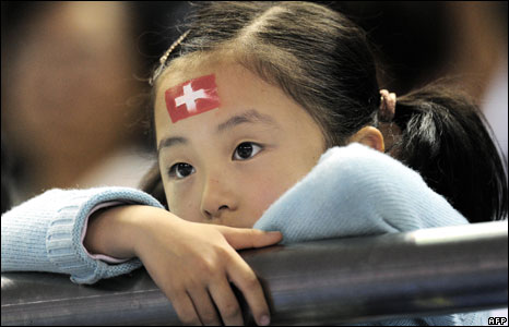 Chinese girl with Swiss flag painted on her forehead waits for Roger Federer at the ATP Masters Cup tennis tournament in Shanghai
