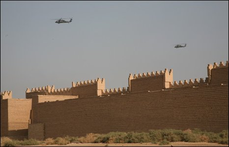 US helicopters over Babylon, Iraq (Photo by Andrew North)