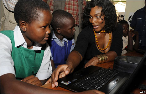 Serena Willaims with school pupils in Kenya